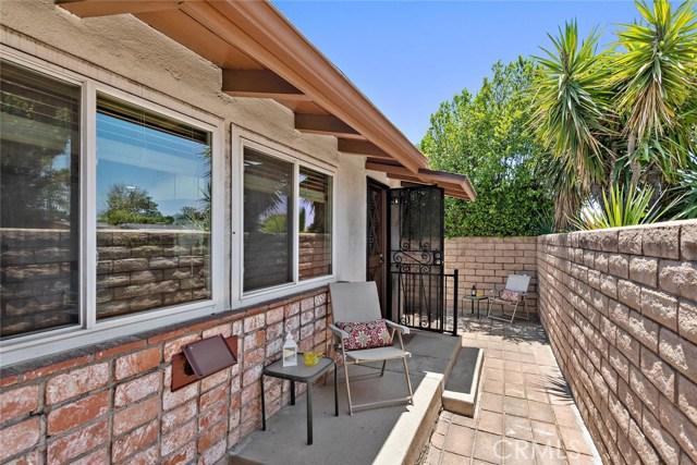 10624 Gaviota Avenue, Granada Hills CA: http://media.crmls.org/mediascn/5ec2043d-614b-4056-814b-673131eac2eb.jpg