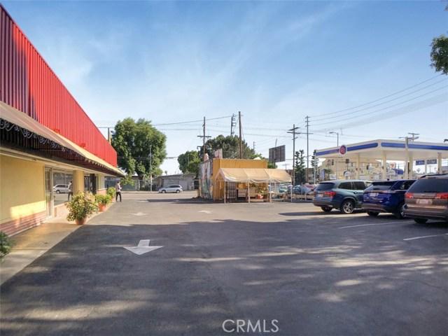 14051 Sherman Way, Van Nuys CA: http://media.crmls.org/mediascn/5f1db529-5552-4df9-8723-f5ab44c8a1ed.jpg