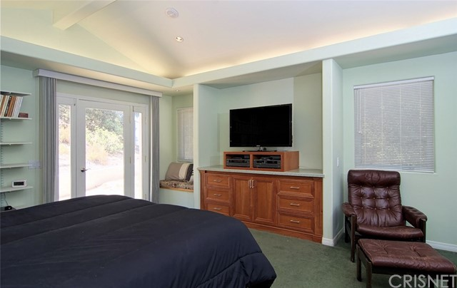 4419 Da Vinci Avenue, Woodland Hills CA: http://media.crmls.org/mediascn/5fd7a90a-0958-430f-b7b3-a6d19e9fa685.jpg