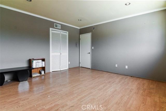 5805 Whitsett Avenue, Valley Village CA: http://media.crmls.org/mediascn/5fd88d9e-92a1-4b08-83e1-ca220814eed1.jpg