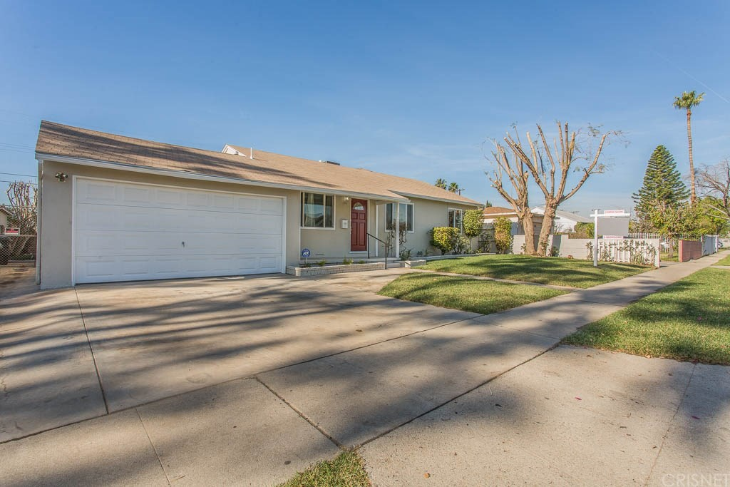 Property for sale at 8715 Hazeltine Avenue, Panorama City,  CA 91402