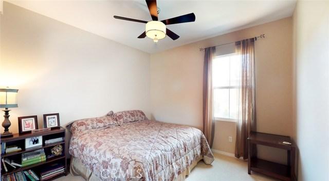 22564 Lamplight Place, Saugus CA: http://media.crmls.org/mediascn/60623671-2ef9-4908-a180-50c1557a423c.jpg