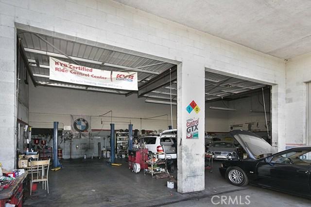 Additional photo for property listing at 520 S Verdugo Drive 520 S Verdugo Drive Burbank, California 91502 United States