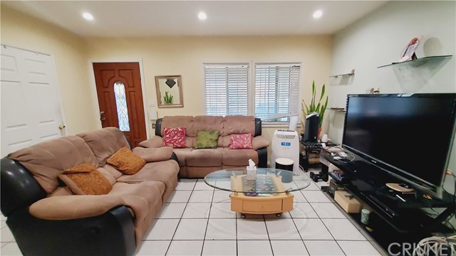 11154 Archwood Street, North Hollywood CA: http://media.crmls.org/mediascn/60a4e665-3514-452a-b366-9ce8b250692b.jpg