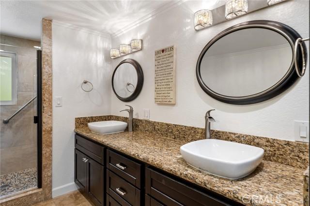 20324 Reaza Place, Woodland Hills CA: http://media.crmls.org/mediascn/60daf248-033b-4f69-b1ed-1a7c0c2acee8.jpg