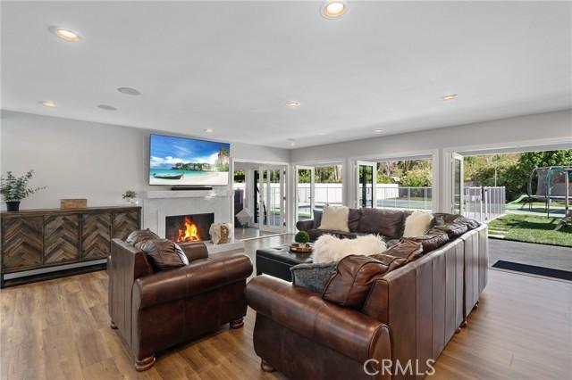 6140 Fenwood Avenue, Woodland Hills CA: http://media.crmls.org/mediascn/615919c4-9dbd-4415-b9e4-d1e1b61e18e0.jpg