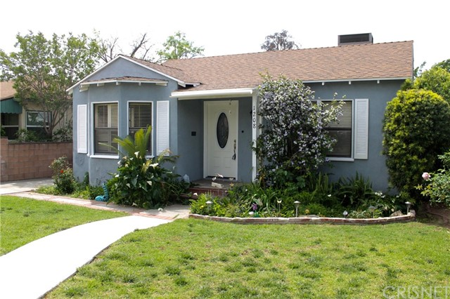 Single Family Home for Sale at 1208 Mountain View Street San Fernando, California 91340 United States