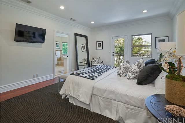 22137 Avenue San Luis, Woodland Hills CA: http://media.crmls.org/mediascn/61d4309b-7dac-4e67-b369-c2bc6036a069.jpg