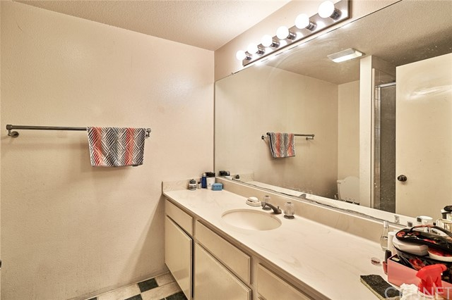 Additional photo for property listing at 11611 Tampa Avenue  Porter Ranch, 加利福尼亚州 91326 美国