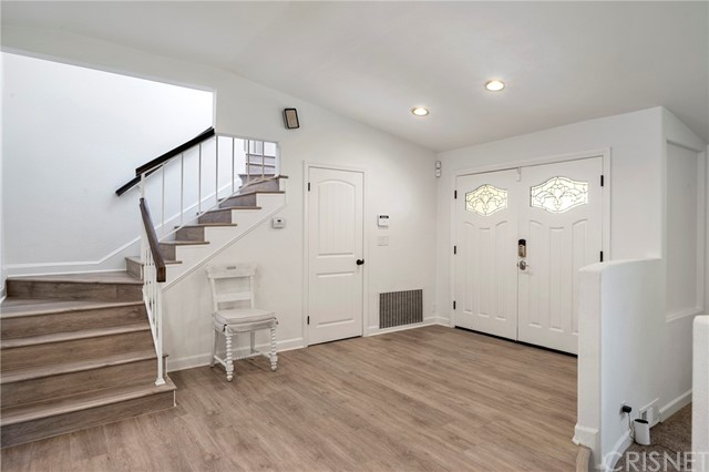 20324 Reaza Place, Woodland Hills CA: http://media.crmls.org/mediascn/61ef575d-a1f2-4eee-9c8d-45688f5f8df4.jpg