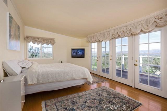 4740 Dunman Avenue, Woodland Hills CA: http://media.crmls.org/mediascn/6223d9c1-4ae2-43c0-89dc-97691c82ad62.jpg
