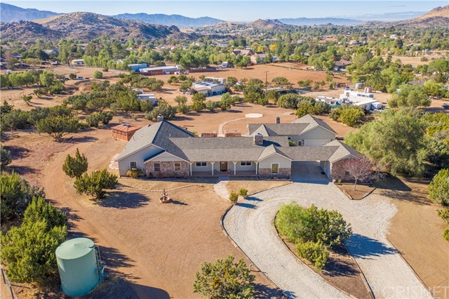 Detail Gallery Image 1 of 1 For 10350 Pike Rd, Agua Dulce,  CA 91390 - 4 Beds | 4 Baths
