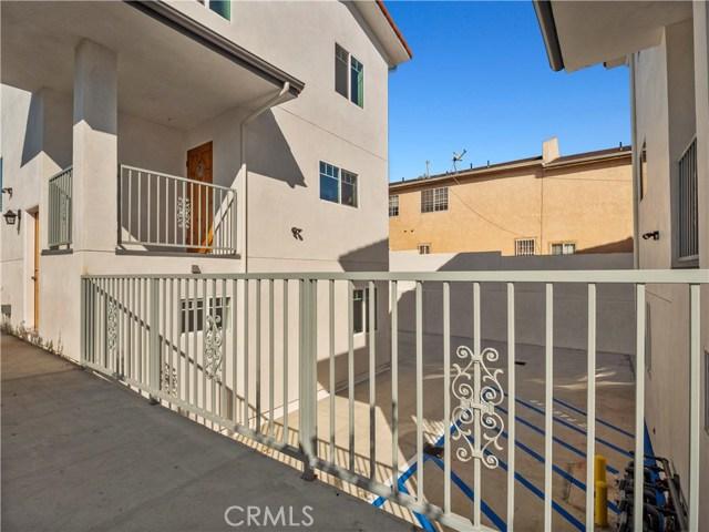 329 E Hazel Street, Inglewood CA: http://media.crmls.org/mediascn/6232a8c0-49b9-4cf0-9792-e5b30d6e7d1e.jpg