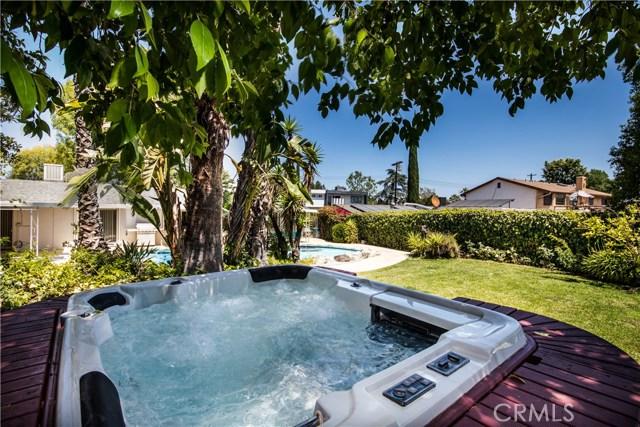 5814 Mcdonie Avenue, Woodland Hills CA: http://media.crmls.org/mediascn/62c23a0b-a1b7-4ff7-8958-ce880d0c1b94.jpg