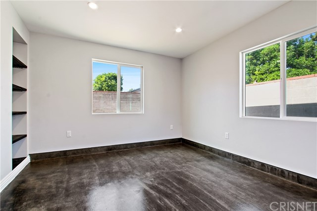 8614 Wentworth Street, Sunland CA: http://media.crmls.org/mediascn/62dab60e-e4d0-4599-93e1-f3242e906da2.jpg