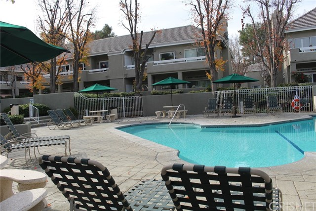 23963 Arroyo Park Drive, Valencia CA: http://media.crmls.org/mediascn/630a7b86-8a9f-499b-9fbb-d8cff60bda0e.jpg