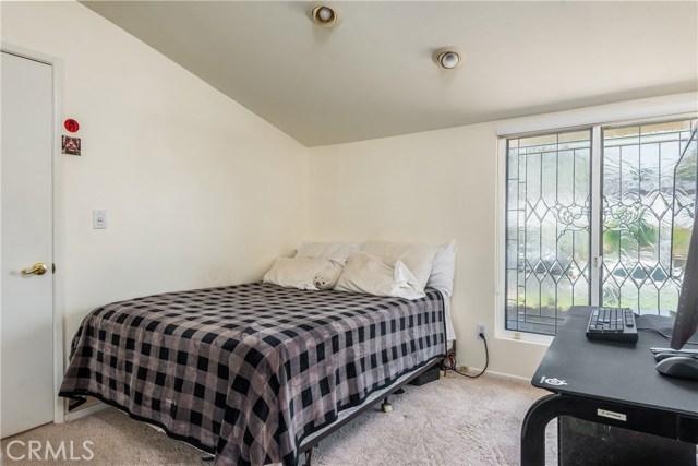 13225 Whistler Avenue, Granada Hills CA: http://media.crmls.org/mediascn/630d12b4-3d41-4e34-af8c-d7d2e7513c5b.jpg