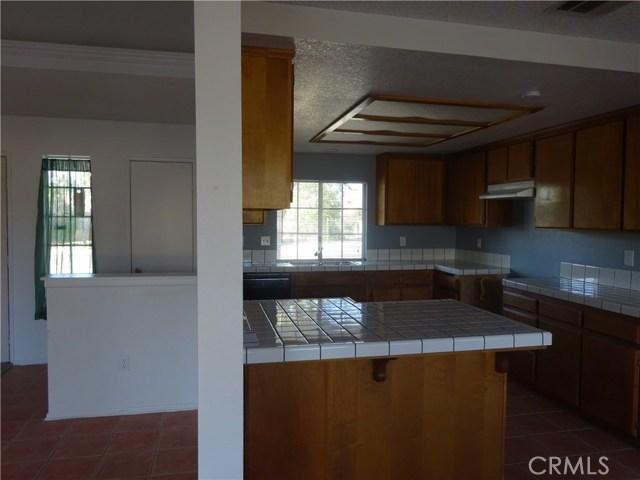 17308 Valeport Avenue, Lancaster CA: http://media.crmls.org/mediascn/6356dc6a-f718-4380-80a7-86b23b606651.jpg