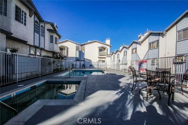9076 Willis Avenue, Panorama City CA: http://media.crmls.org/mediascn/635afe0c-5e9c-4fad-9442-03e2e6e0dcc8.jpg