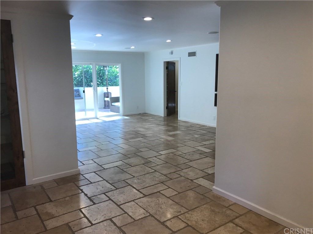 Property for sale at 3325 Canton Way, Studio City,  CA 91604