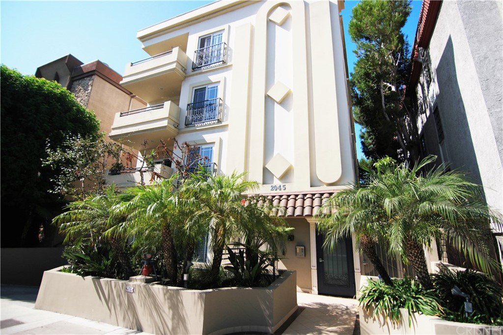 Property for sale at 2045 SOUTH BENTLEY AVENUE #PH1, Los Angeles,  CA 90025