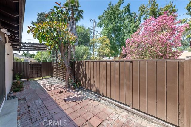 5240 Lemp Avenue, Valley Village CA: http://media.crmls.org/mediascn/63d2e44d-6cb1-41a2-93e6-213218ffcde6.jpg