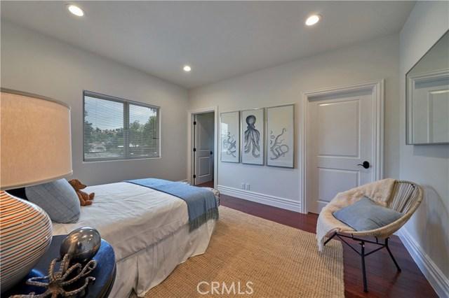 22137 Avenue San Luis, Woodland Hills CA: http://media.crmls.org/mediascn/6402d40f-07a3-47ae-9c0e-1a85b1836e37.jpg