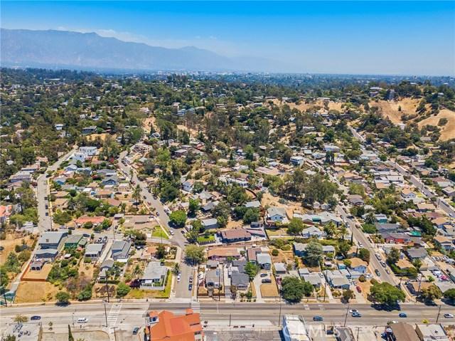 7132 N Figueroa Street, Eagle Rock CA: http://media.crmls.org/mediascn/64188e5d-13f8-41d6-86c0-4f1e0218a4ca.jpg
