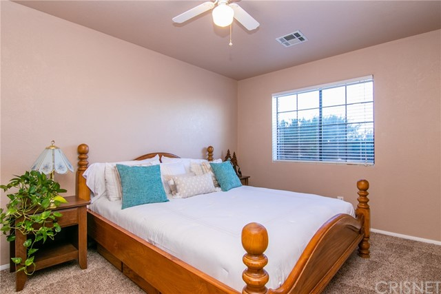 15648 Cypress Point Avenue, Llano CA: http://media.crmls.org/mediascn/641dc87b-ddac-434e-806f-3e67aed365ce.jpg