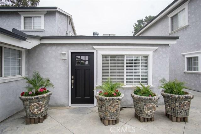 12321 Luna Place, Granada Hills CA: http://media.crmls.org/mediascn/6423cdb3-ae2c-4cd3-9ab7-711780115ec5.jpg
