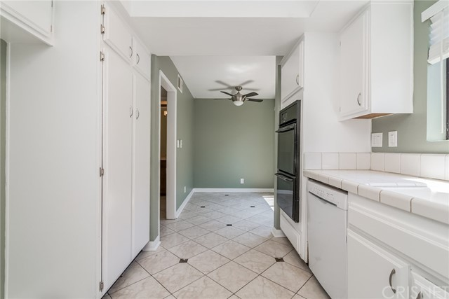 5711 Owensmouth Avenue, Woodland Hills CA: http://media.crmls.org/mediascn/643d20c1-965e-40fa-88de-662f1d0cd4d8.jpg