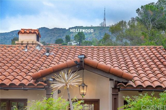 2975 Hollyridge Drive, Los Angeles CA: http://media.crmls.org/mediascn/6462c17b-0ff8-43af-bc51-cb5749f340c0.jpg
