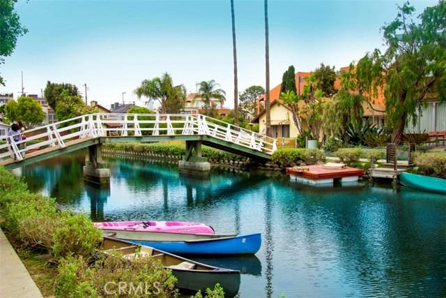 214 Sherman Canal, Venice CA: http://media.crmls.org/mediascn/64dbb9c7-4f19-49c2-a5ef-96232b043802.jpg