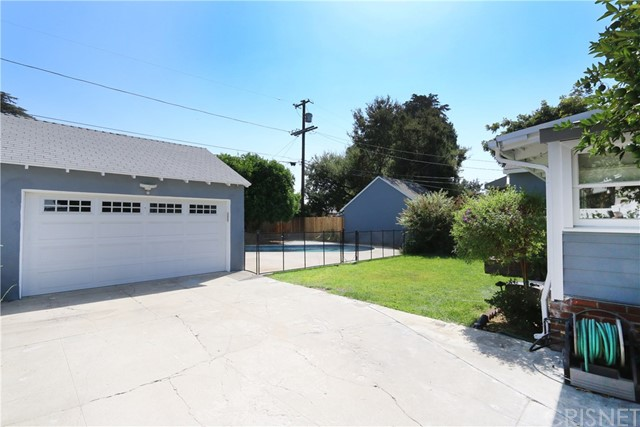 5530 Carpenter Avenue, Valley Village CA: http://media.crmls.org/mediascn/64e2228f-bc7d-40f9-b64d-c1f436b754ca.jpg