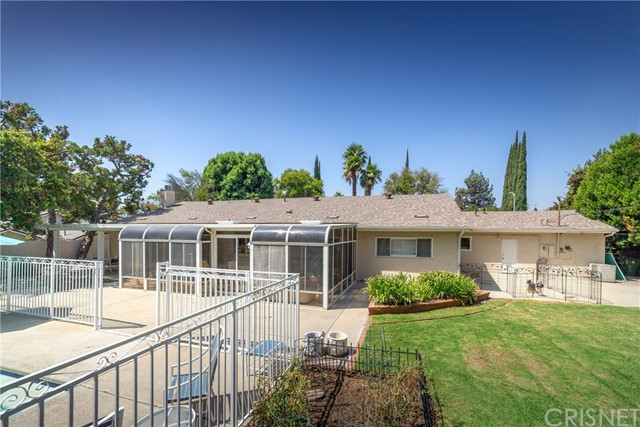 9524 Texhoma Avenue, Northridge CA: http://media.crmls.org/mediascn/64f60181-e98b-4ee0-ac37-741e46538f4c.jpg