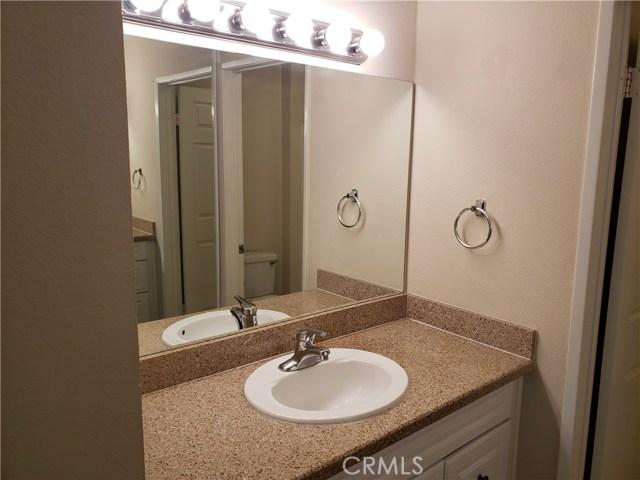 5510 Owensmouth Avenue, Woodland Hills CA: http://media.crmls.org/mediascn/65040d90-3a3d-44cc-bdd7-380a3e6bd0e7.jpg