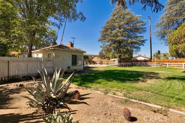 10850 Foothill Boulevard, Lakeview Terrace CA: http://media.crmls.org/mediascn/6508d6c6-3912-4b61-8984-af4470a90b97.jpg