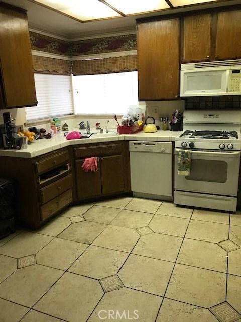37800 Rosemarie Street, Palmdale CA: http://media.crmls.org/mediascn/6537f509-2050-4694-9b43-21df1b27fb5d.jpg
