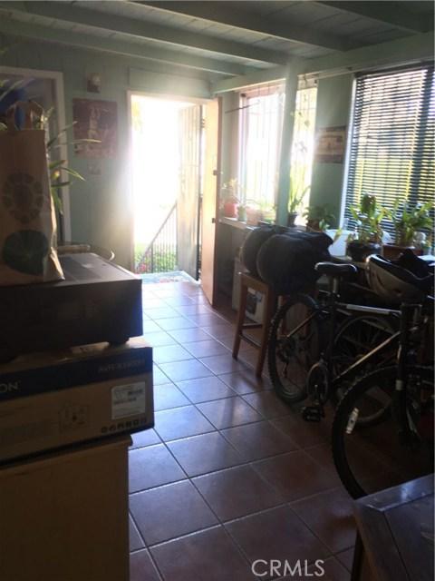 1253 N Orange Grove Avenue, West Hollywood CA: http://media.crmls.org/mediascn/655b4623-e794-44b8-8a7e-207d75fcf7de.jpg