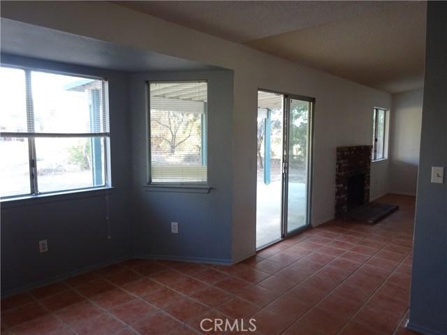17308 Valeport Avenue, Lancaster CA: http://media.crmls.org/mediascn/659db5e3-d6ba-4a15-b546-f723ff9c5820.jpg