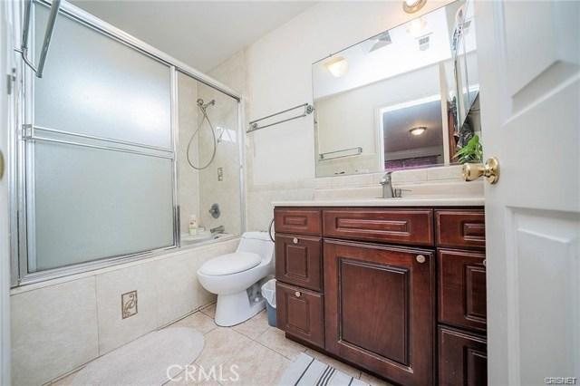 2422 Gatewood Street, Los Angeles CA: http://media.crmls.org/mediascn/65cab7e4-44ea-47af-90c5-5223d28b35c4.jpg