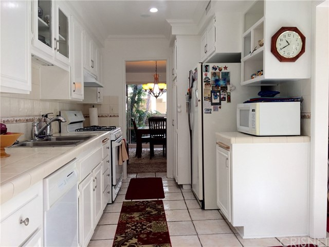 5243 Yarmouth Avenue Unit 32 Encino, CA 91316 - MLS #: SR17222763