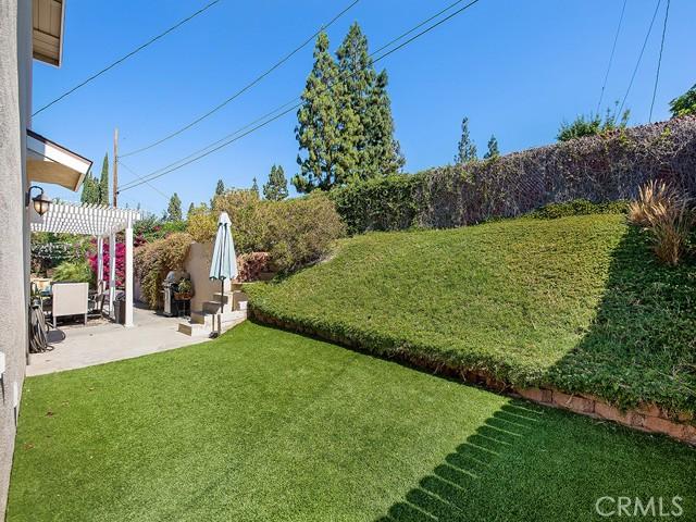 10215 Casaba Avenue, Chatsworth CA: http://media.crmls.org/mediascn/65f4c14b-3176-4daa-bfb1-c2fe7798e4c2.jpg
