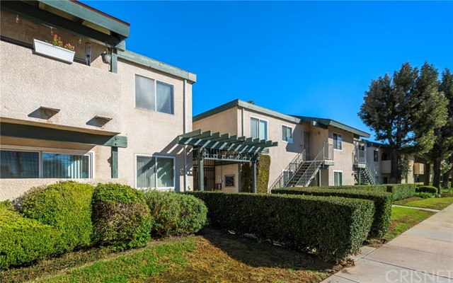 Detail Gallery Image 1 of 17 For 10636 Woodley Ave #23,  Granada Hills,  CA 91344 - 3 Beds | 2 Baths