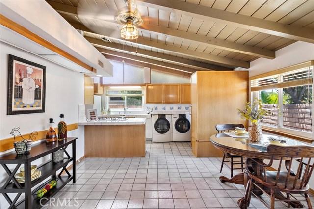 10624 Gaviota Avenue, Granada Hills CA: http://media.crmls.org/mediascn/663cd2c7-8700-4b63-8c05-9450c6c5f521.jpg