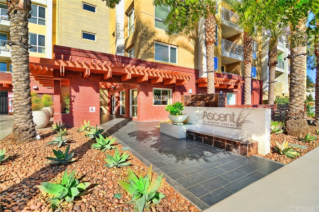 Photo of 21301 ERWIN STREET #226, Woodland Hills, CA 91367