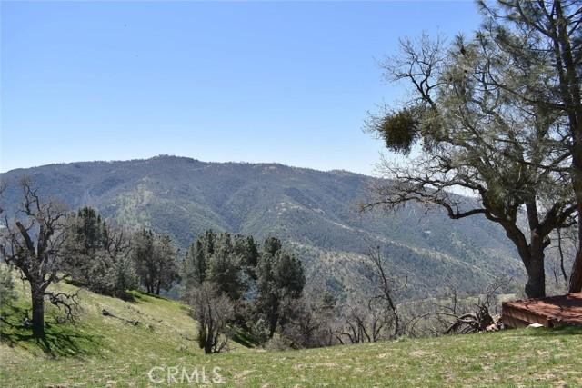 28451 Deertrail Drive, Bear Valley Springs CA: http://media.crmls.org/mediascn/6661c1f9-215d-4580-a0d6-24c67c15c3e2.jpg