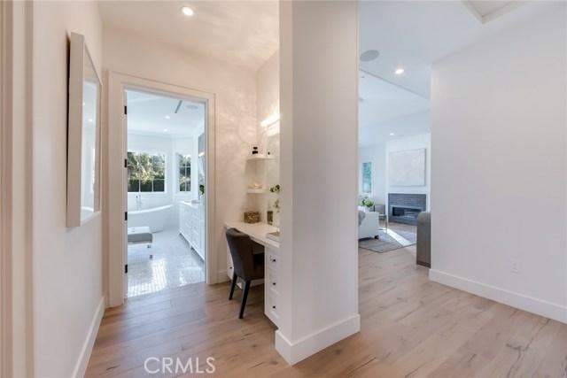 Additional photo for property listing at 19100  Sprague Street 19100  Sprague Street Tarzana, California 91356 United States
