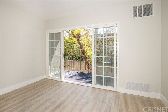 15344 Weddington Street, Sherman Oaks CA: http://media.crmls.org/mediascn/6795d71a-5b5e-424d-8059-76982c635a13.jpg