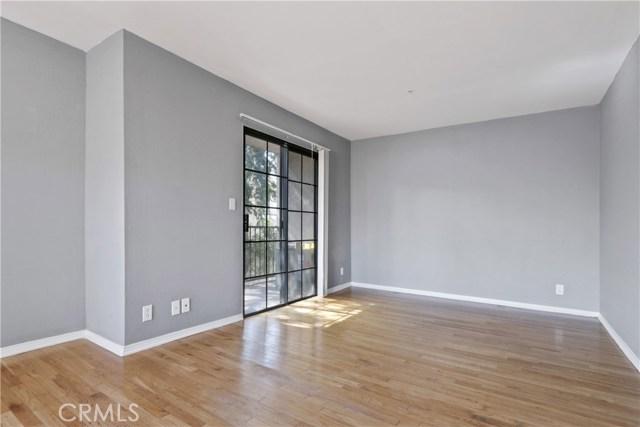 736 N Garfield Avenue, Pasadena CA: http://media.crmls.org/mediascn/67ce2573-0118-4a9b-8518-e1ce71fae145.jpg